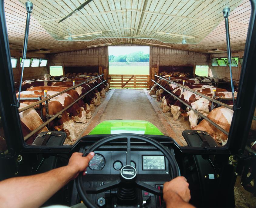 [Deutz-Fahr] trattore serie Agrolux al lavoro in azienda