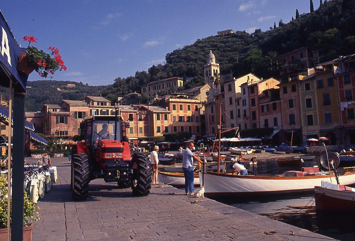 Raduno trattori Same e Lamborghini a Portofino