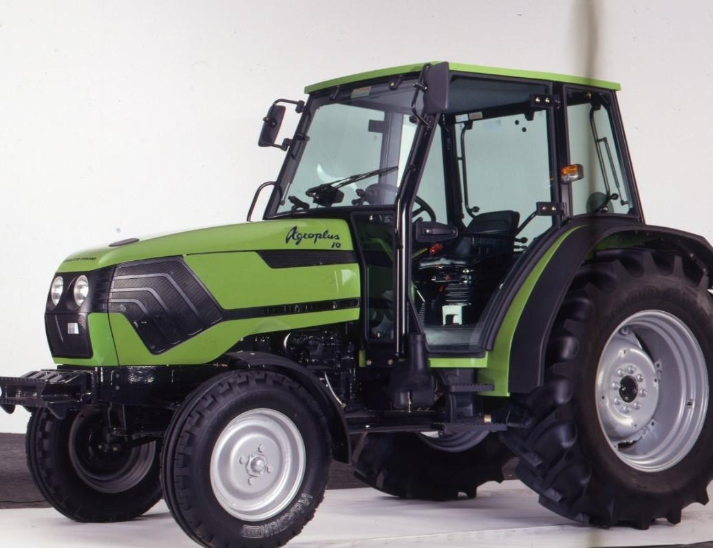 [Deutz-Fahr] trattore Agroplus 70 in studio fotografico