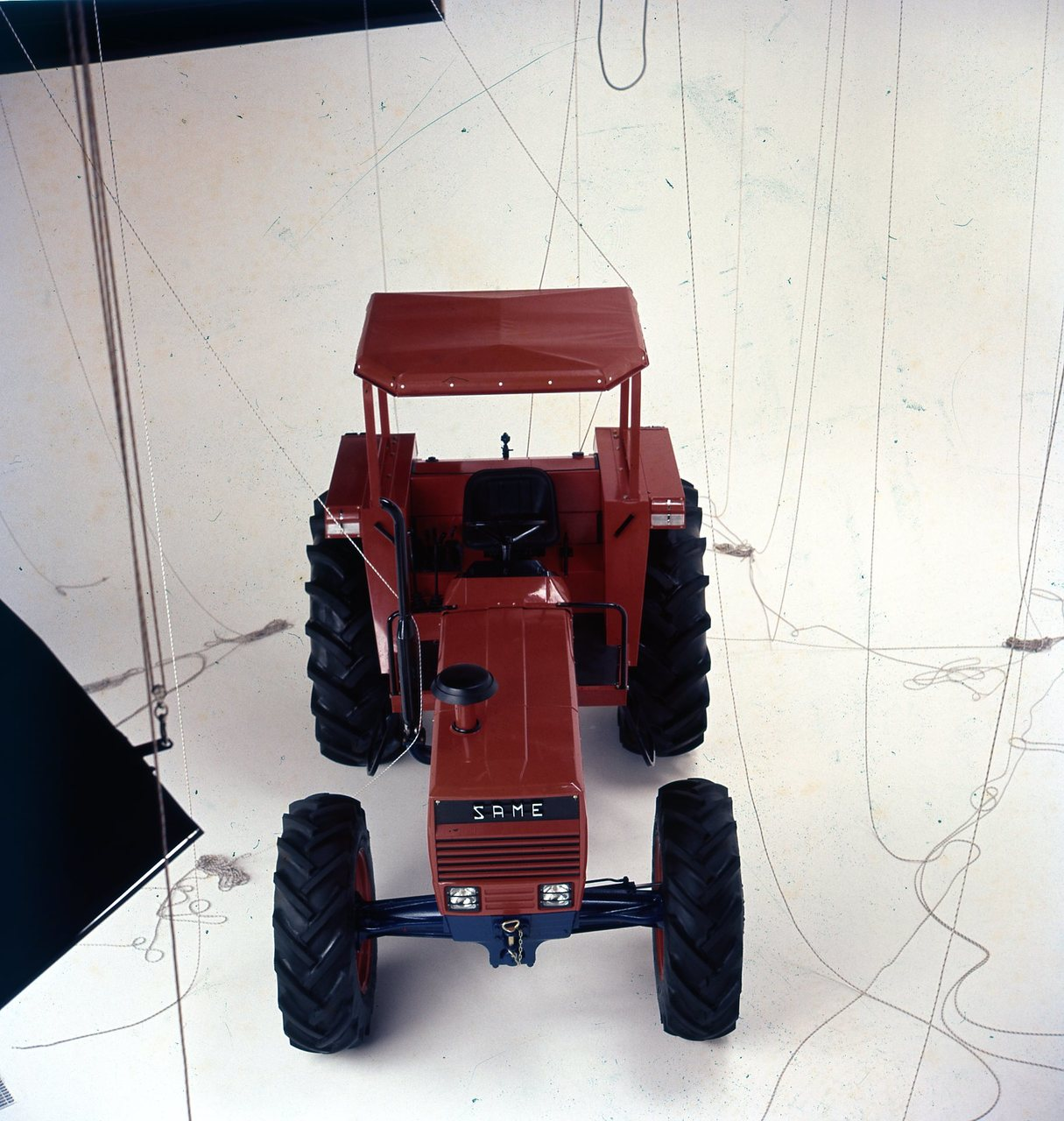 [SAME] trattore Tiger 100 in studio fotografico