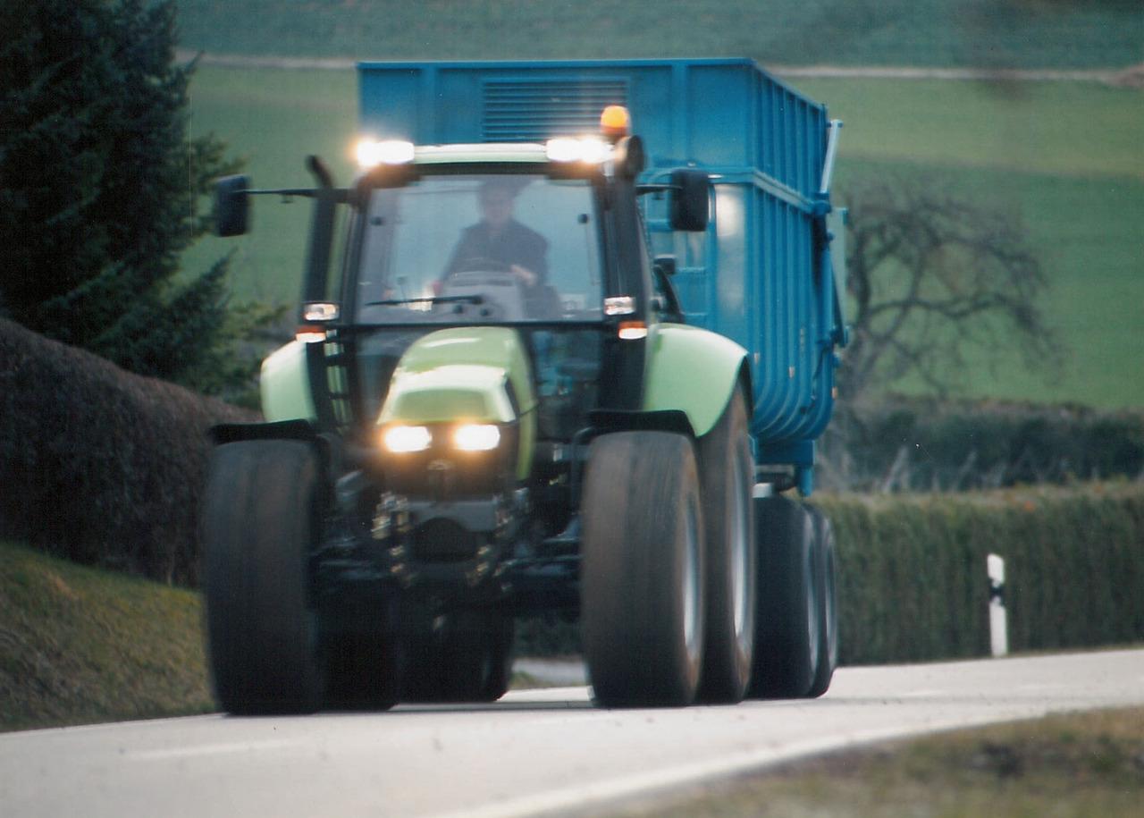 [Deutz-Fahr] trattore Agrotron TTV con rimorchio