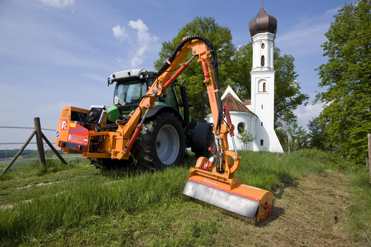 [Deutz-Fahr] trattore Agrotron K 610 al lavoro con barra falciante presso Holzheim