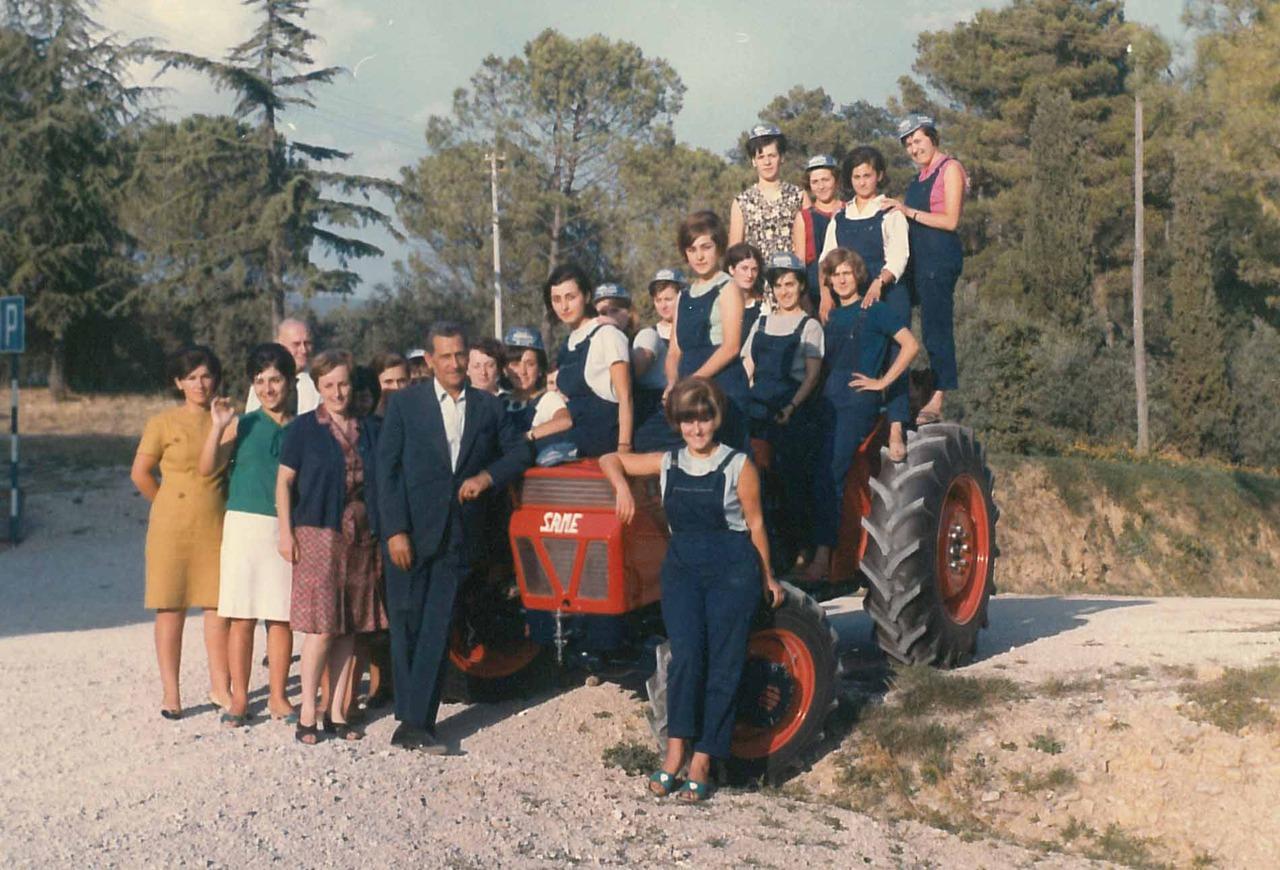 """1° Corso Femminile di meccanica ed economia agricola - Centro addestramento Professinale Agricolo """"F: Mancini"""""""