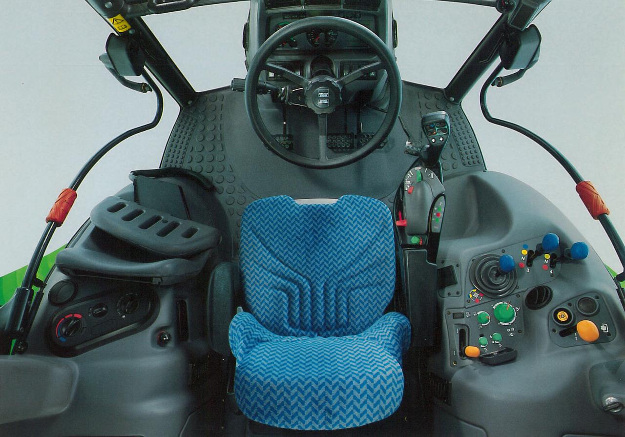 [Deutz-Fahr] interno della cabina di un trattore Agrotron TTV