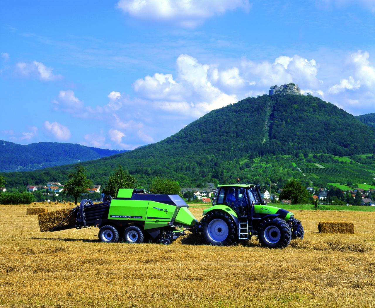 [Deutz-Fahr] trattore Agrotron 180.7 al lavoro con pressa GP121XH