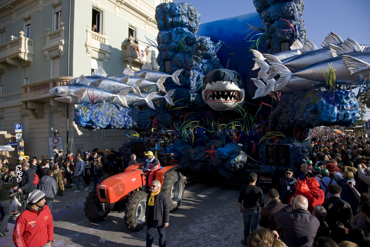 Trattori SAME al carnevale di Viareggio