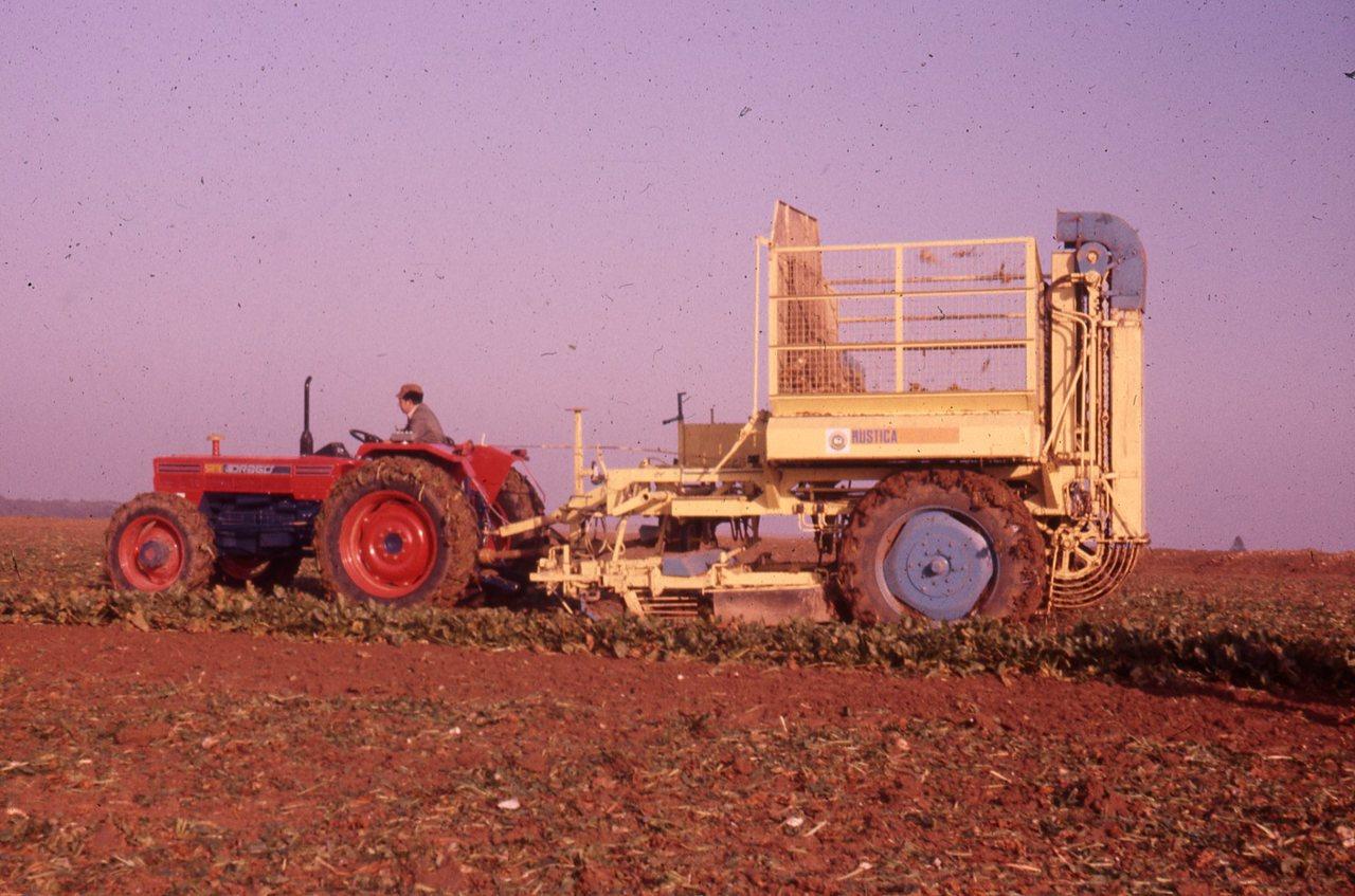 Esposizione di trattori ad una fiera in Francia e prove in campo