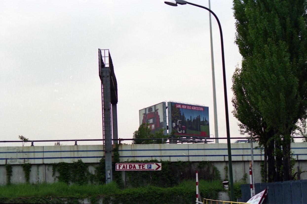 [SAME] foto pubblicitaria Same su un cartellone stradale a Milano