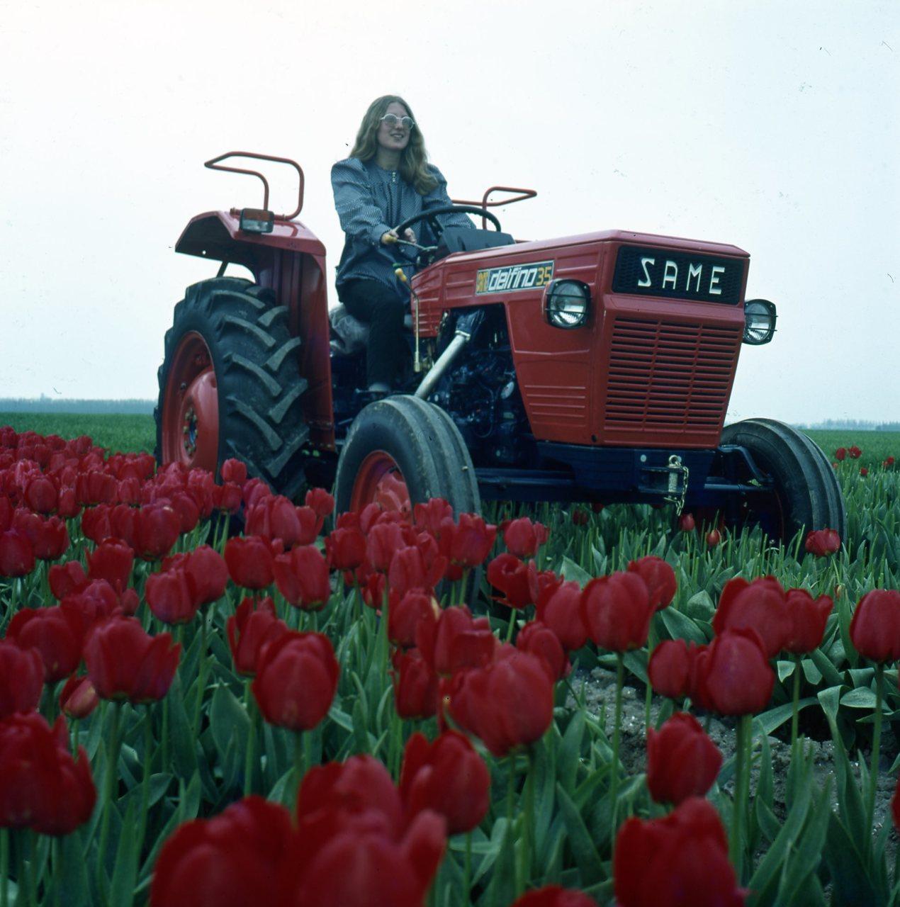 [SAME] trattori Same in Olanda con tulipani