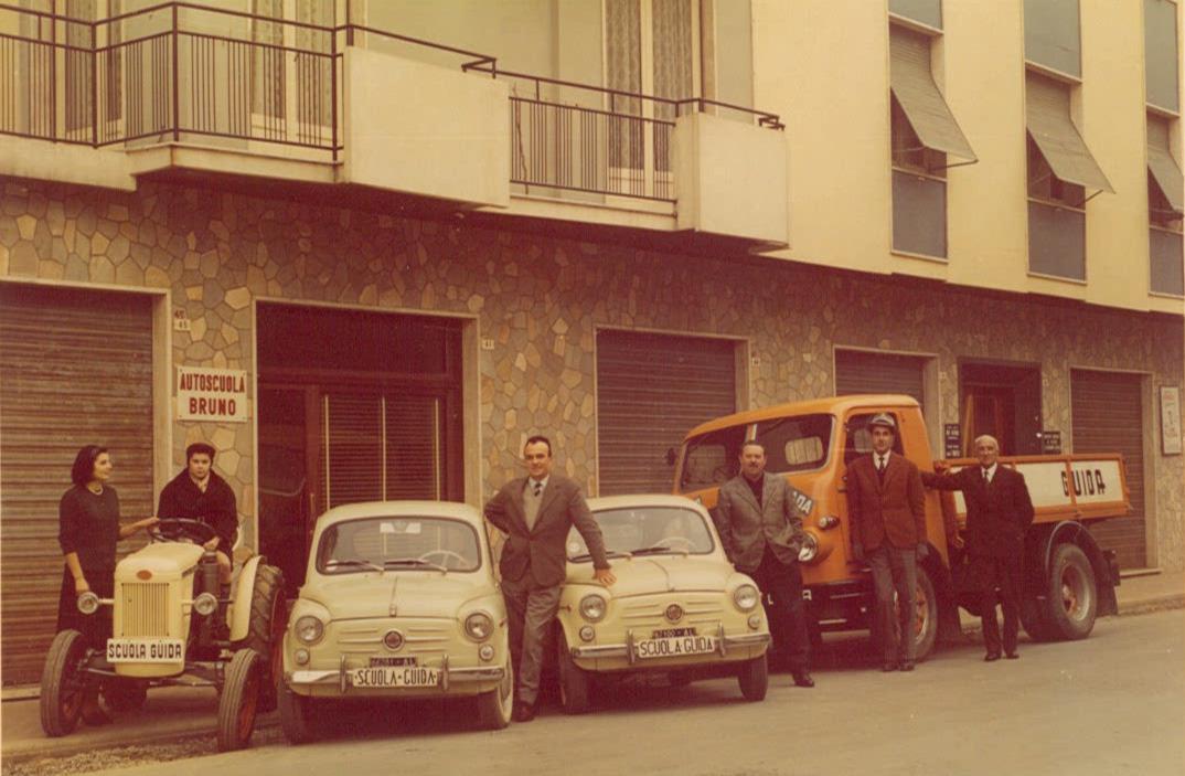 Autoscuola Bruno di Ovada con in dotazione un trattore SAME Sametto