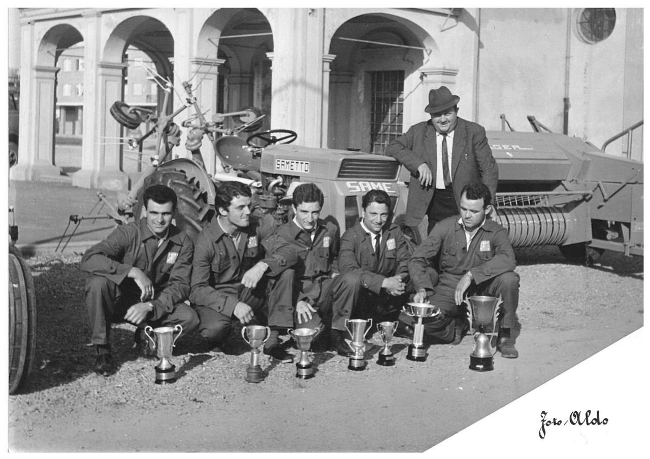 Premiazione di una gara ginkana con trattori SAME a Chivasso