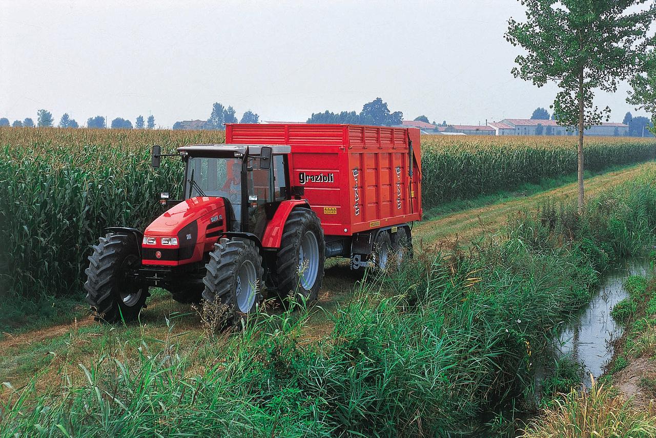 [SAME] trattori Silver 110 e 130 al lavoro con rimorchio in azienda e su una strada di campagna