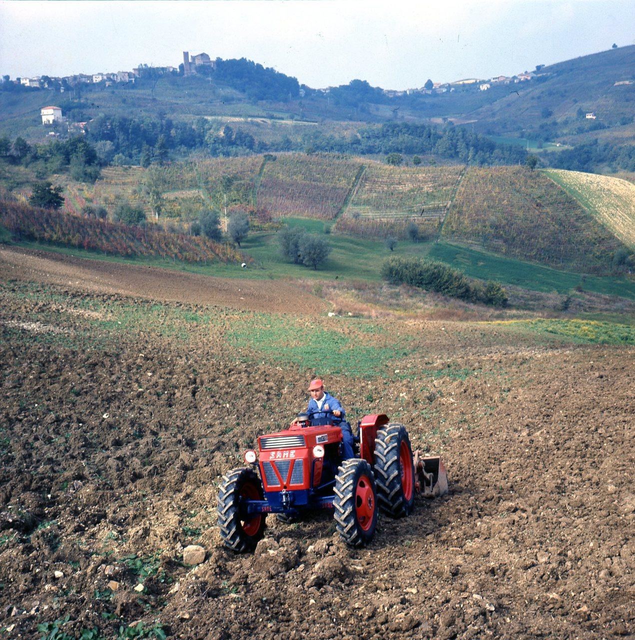 [SAME] SAME Minitauro in collina, Tenuta Scagno - Conte dal Pozzo, Pietra de' Giorgi (PV), 8-9/10/68