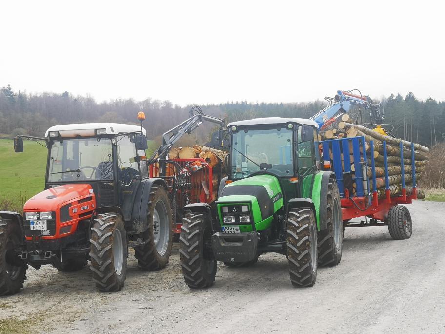 [SAME] trattore Dorado 70 e Agrolux 410 al lavoro con rimorchio per il trasporto di legna