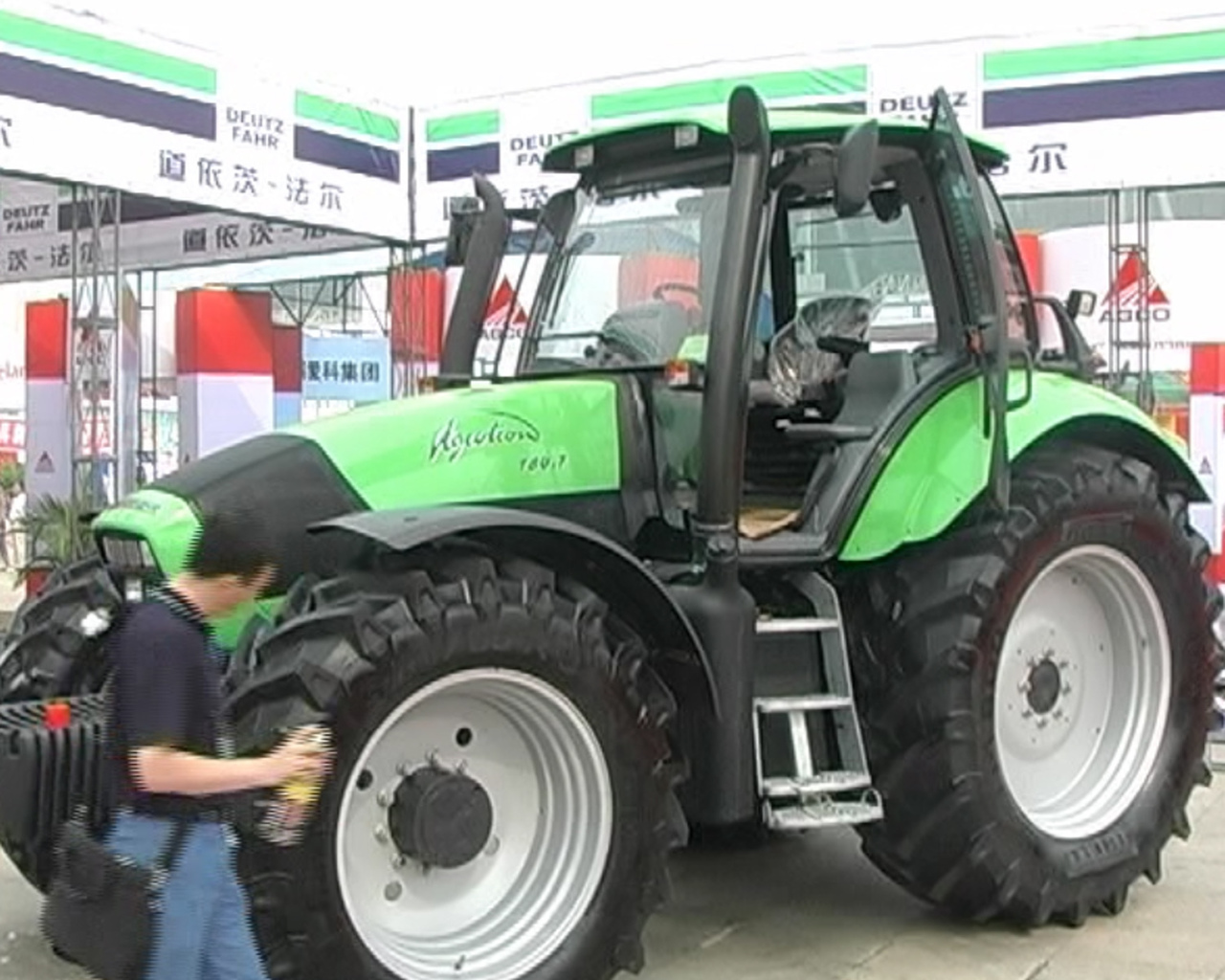 Deutz-Fahr Harbin International Convention Exhibition - 2 parte