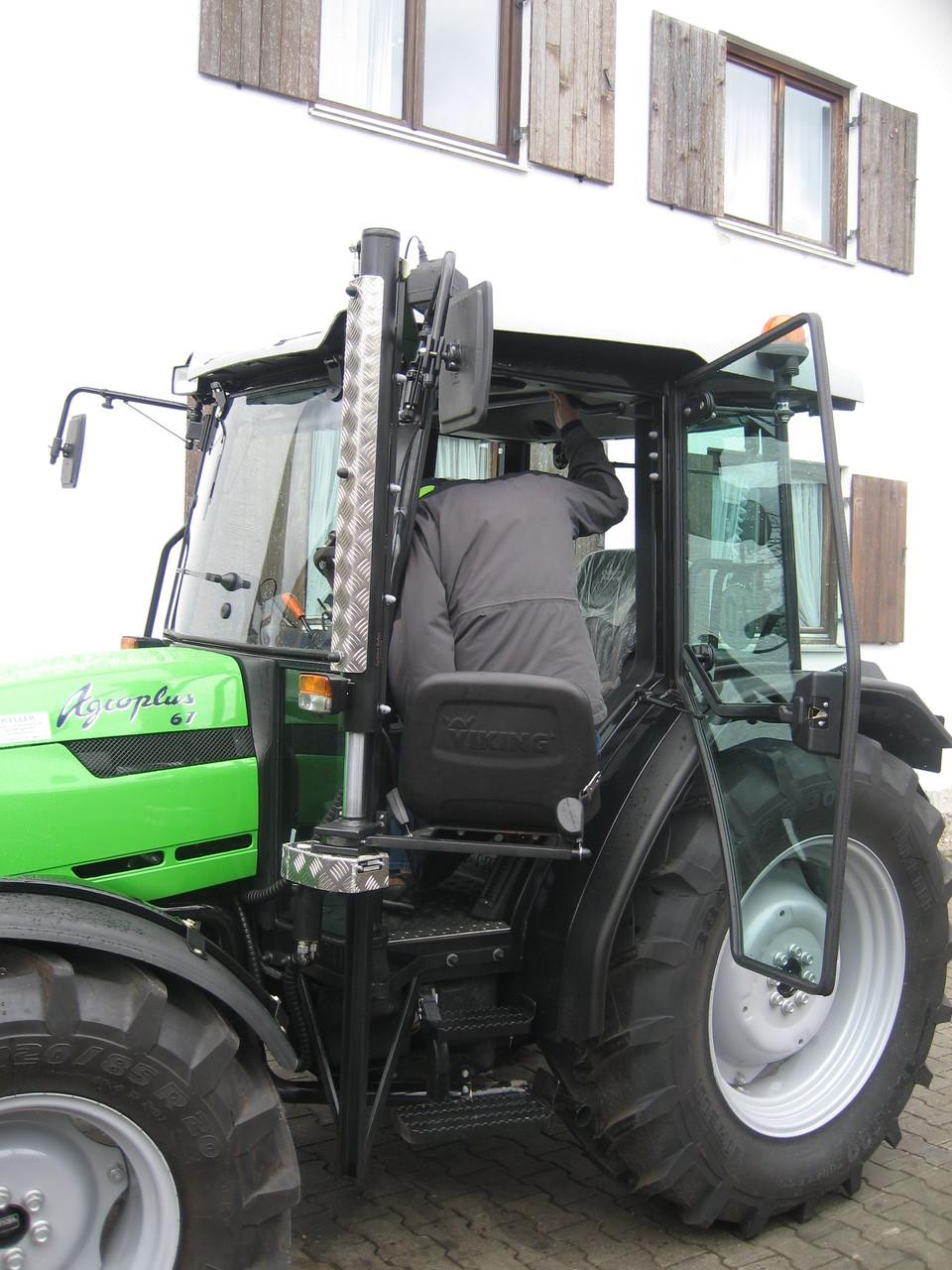 Consegna di un trattore Agroplus 67