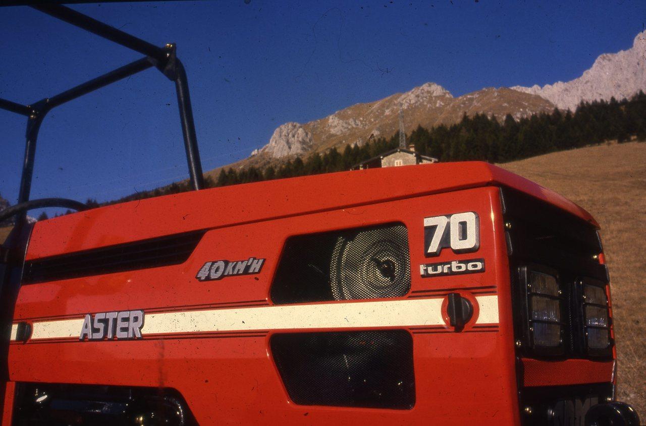 [SAME] trattore Aster 70 turbo in montagna, particolare del cofano