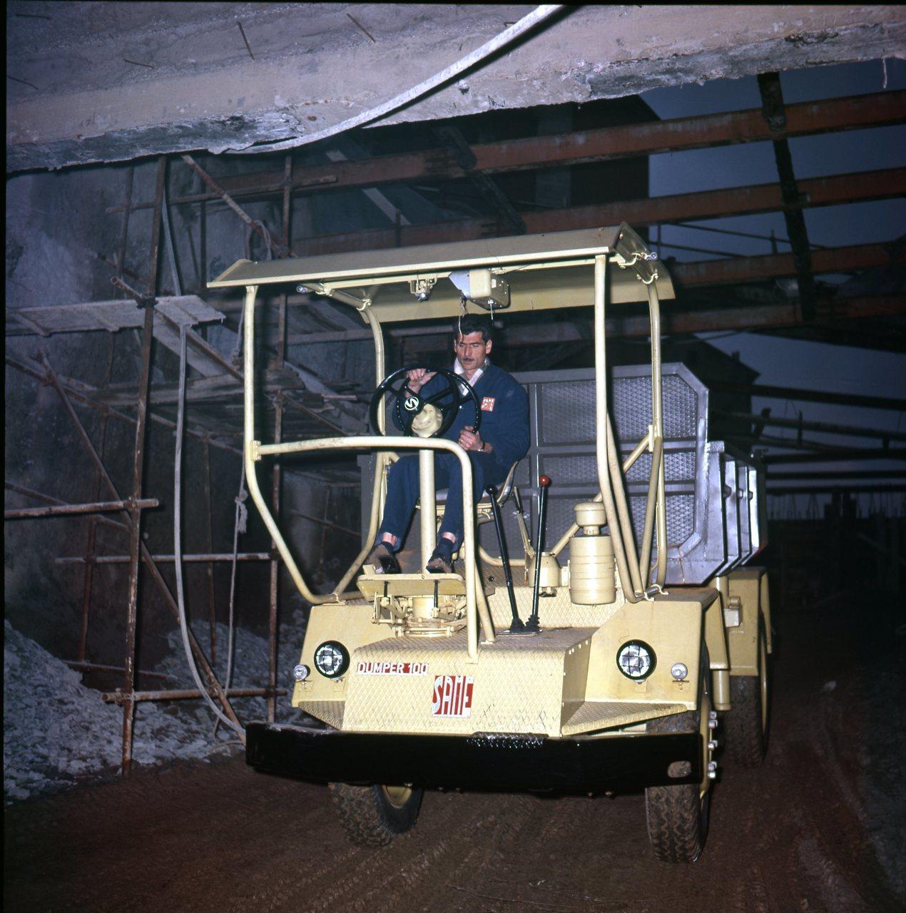 [SAME] Diapositive Samecar con gru e Dumper, 1963
