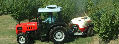 [SAME] trattore Frutteto II al lavoro con attrezzatura varia