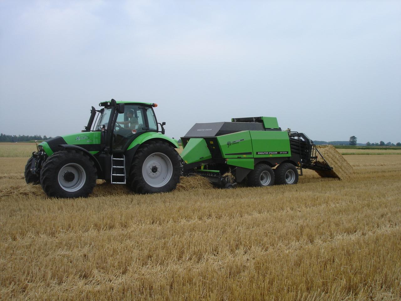 [Deutz-Fahr] trattore Agrotron 180.7 al lavoro con GP 121 XH