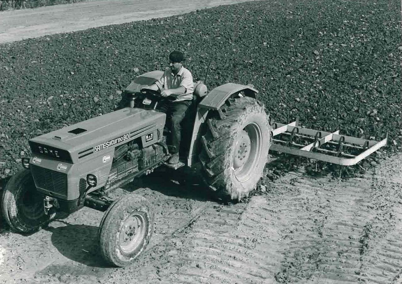 Trattore modello SATURNO 80 2 ruote motrici