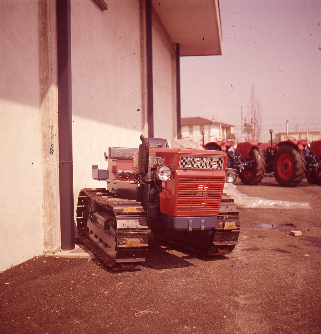 [SAME] [prototipo di] trattore Delfino cingolato - sett. 1971