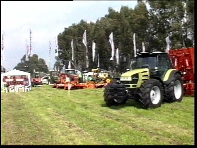 75 anni di lavoro in campo - 1° raduno trattoristico di marca 19-21 aprile 2002
