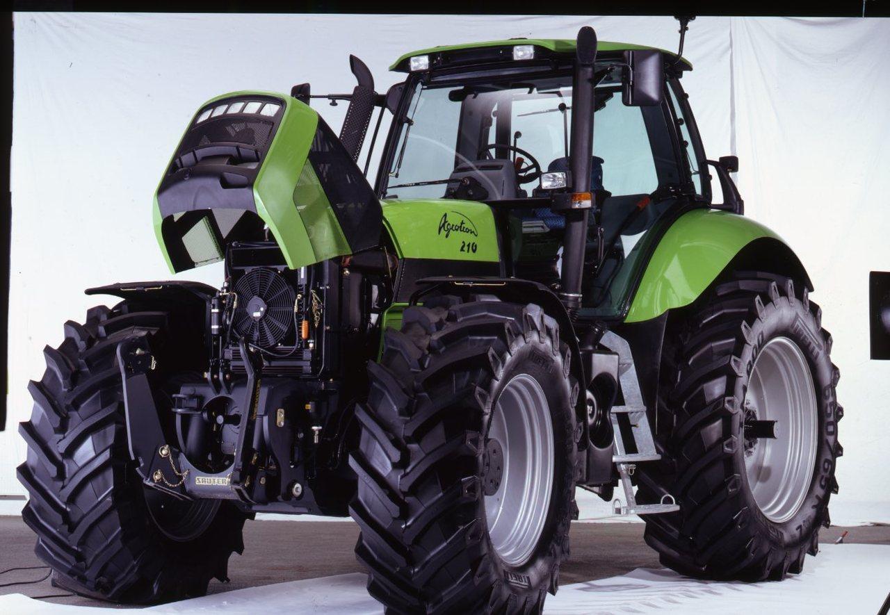 [Deutz-Fahr] trattore Agrotron 210 in studio fotografico