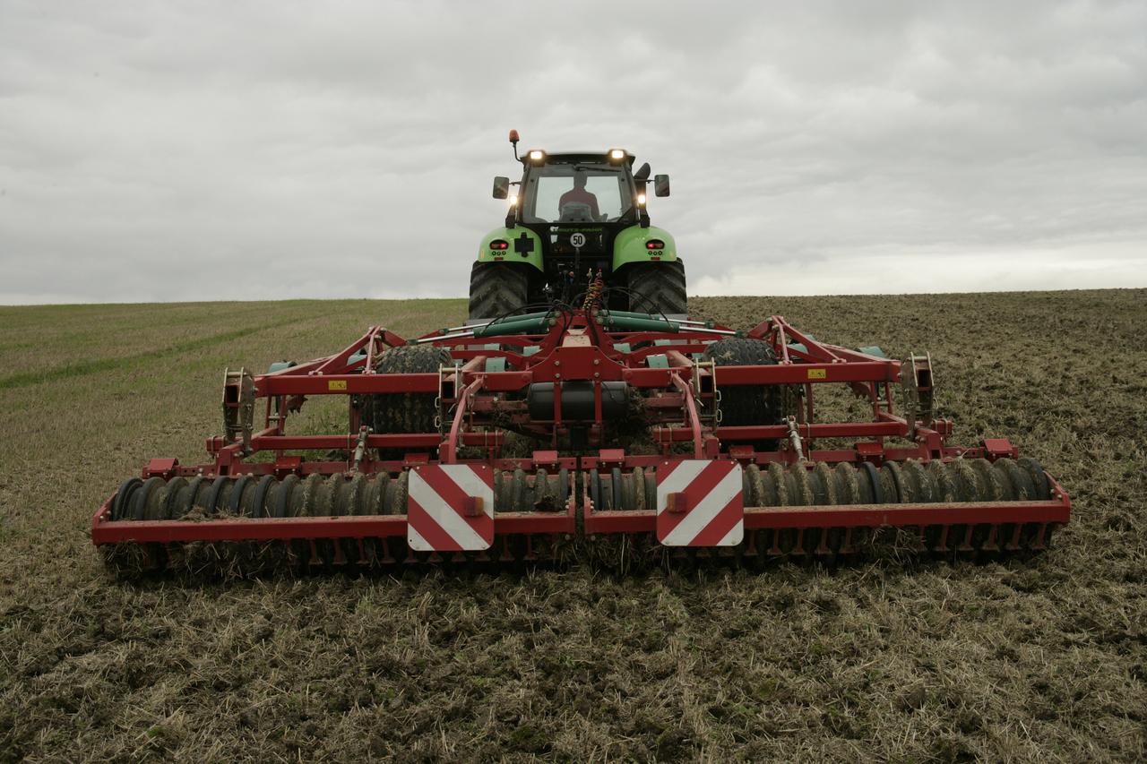 [Deutz-Fahr] trattore Agrotron X 720 al lavoro con erpice e ripuntatore