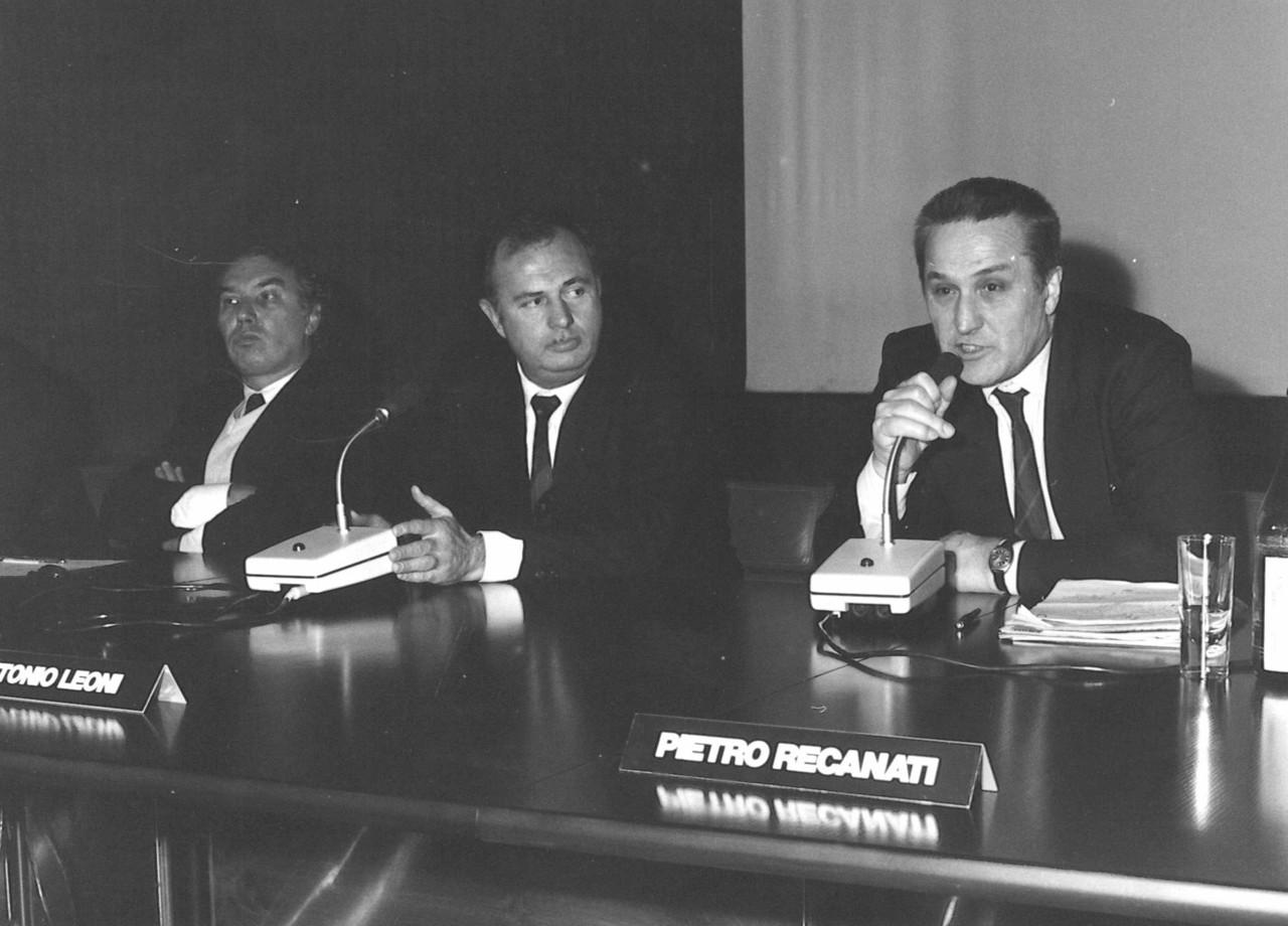 Dirigenti del Gruppo SLH durante una conferenza stampa