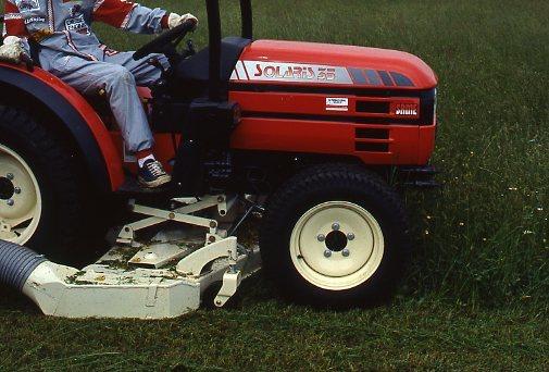 Dimostrazione in campo del Solaris 35 con attrezzatura per lo sfalcio dell'erba
