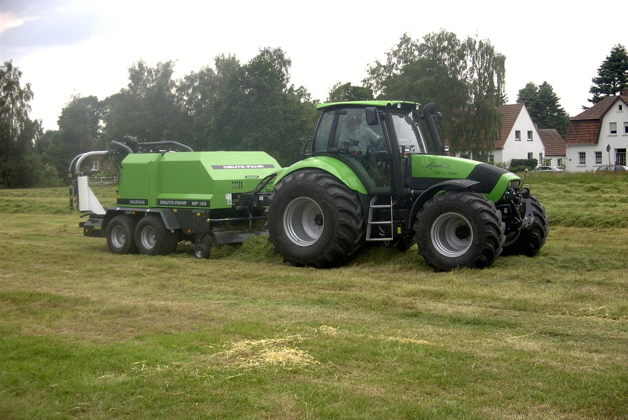 [Deutz-Fahr] trattore Agrotron 165 e Agrotron TTV 1160 durante lavori di fienagione