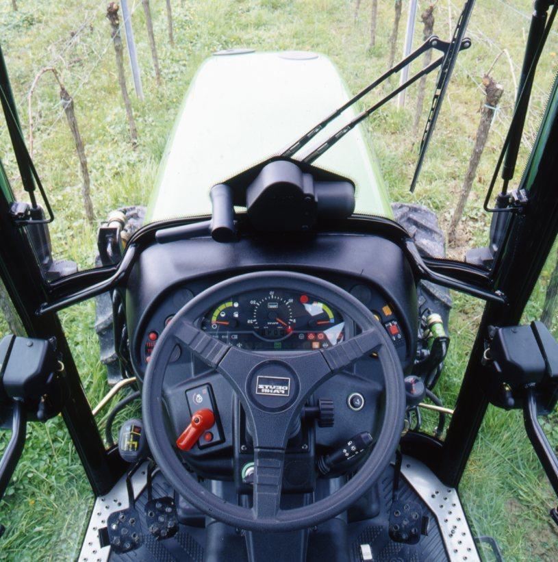 [Deutz-Fahr] dettaglio cabina di un trattore Agrocompact