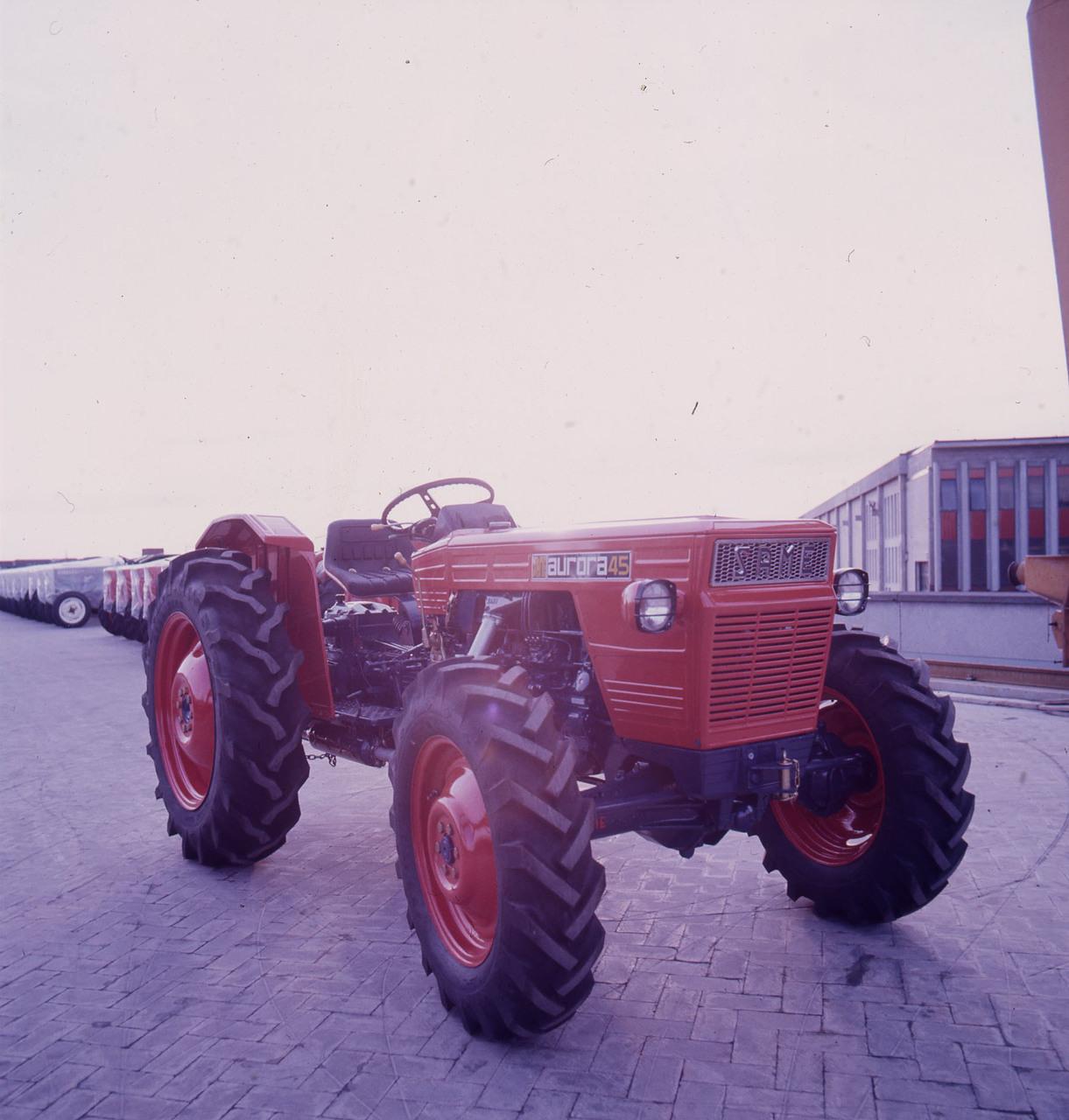 [SAME] trattore Aurora 45 presso lo stabilimento di Treviglio