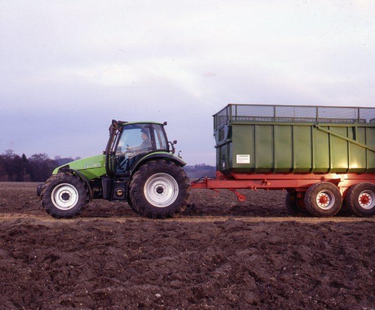 [Deutz-Fahr] trattore Agrotron 120 con rimorchio