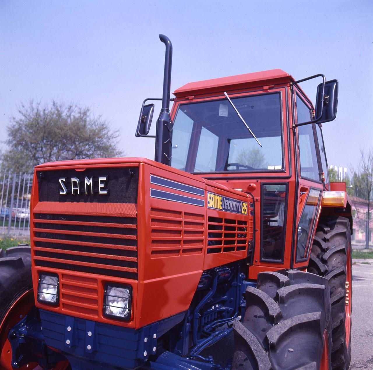 [SAME] trattore Leopard 85 con cabina presso lo stabilimento di Treviglio