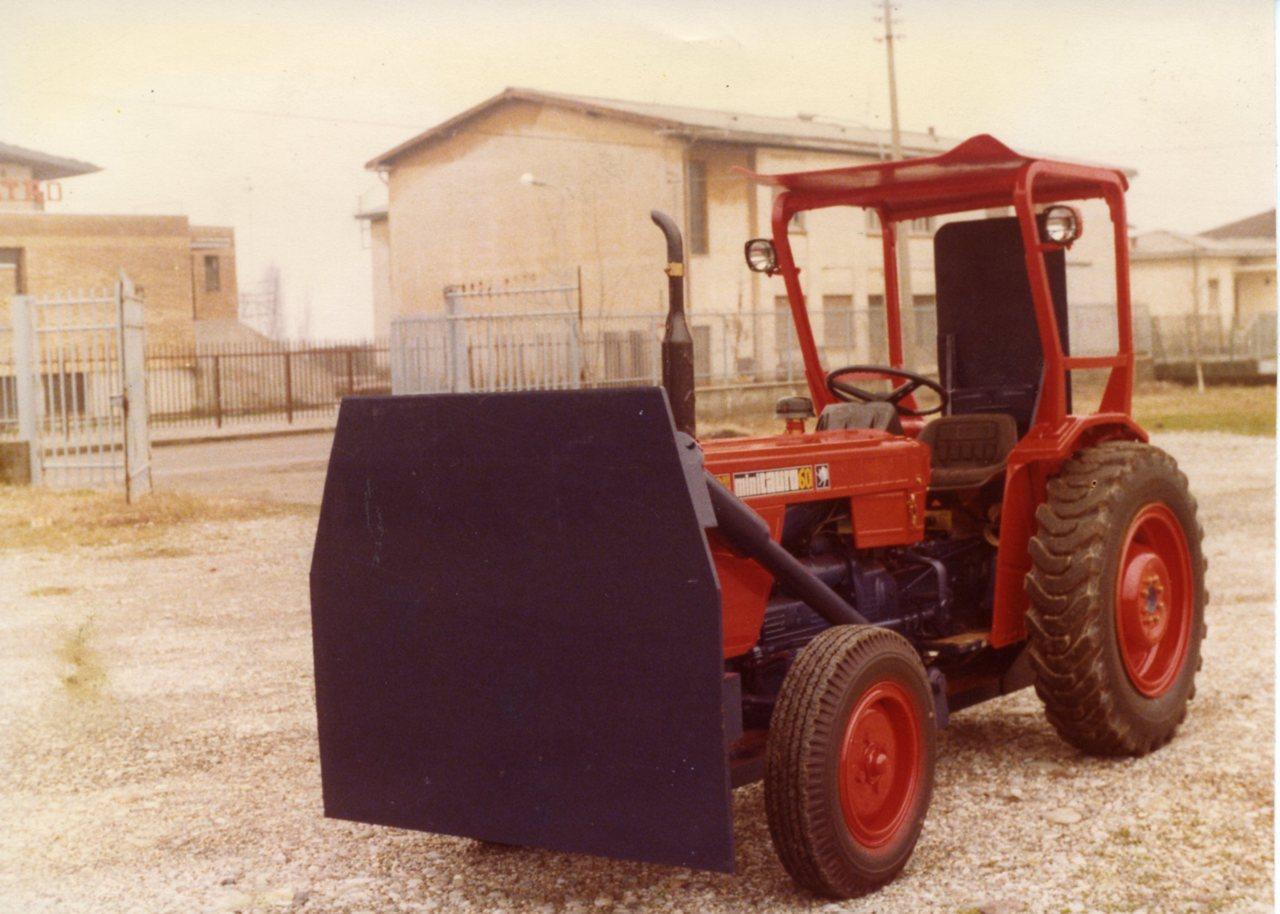 Piastra respingente montata su SAME Minitauro 60 a 2 ruote motrici