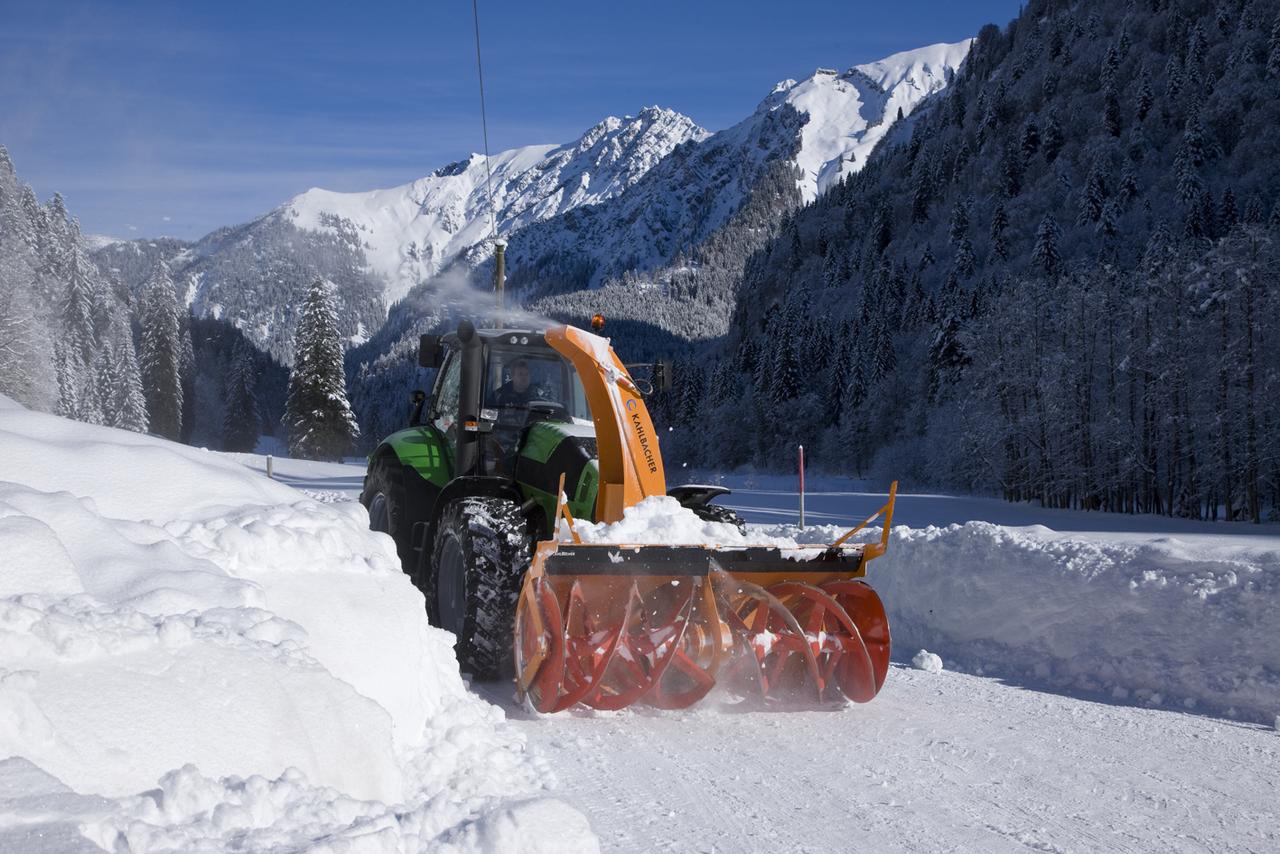 [Deutz-Fahr] trattore Agrotron TTV 630 con attrezzatura per spalare la neve