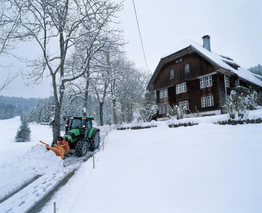 [Deutz-Fahr] trattore Agrotron K 120 con benna per spalare la neve
