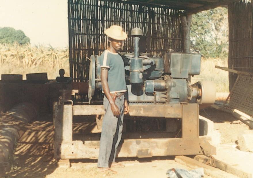 Trattori e motori SAME utilizzati sul fiume Giuba in Somalia