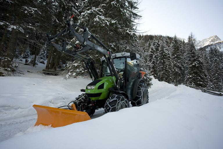 [Deutz-Fahr] trattore Agrokid 230 al lavoro con spalaneve