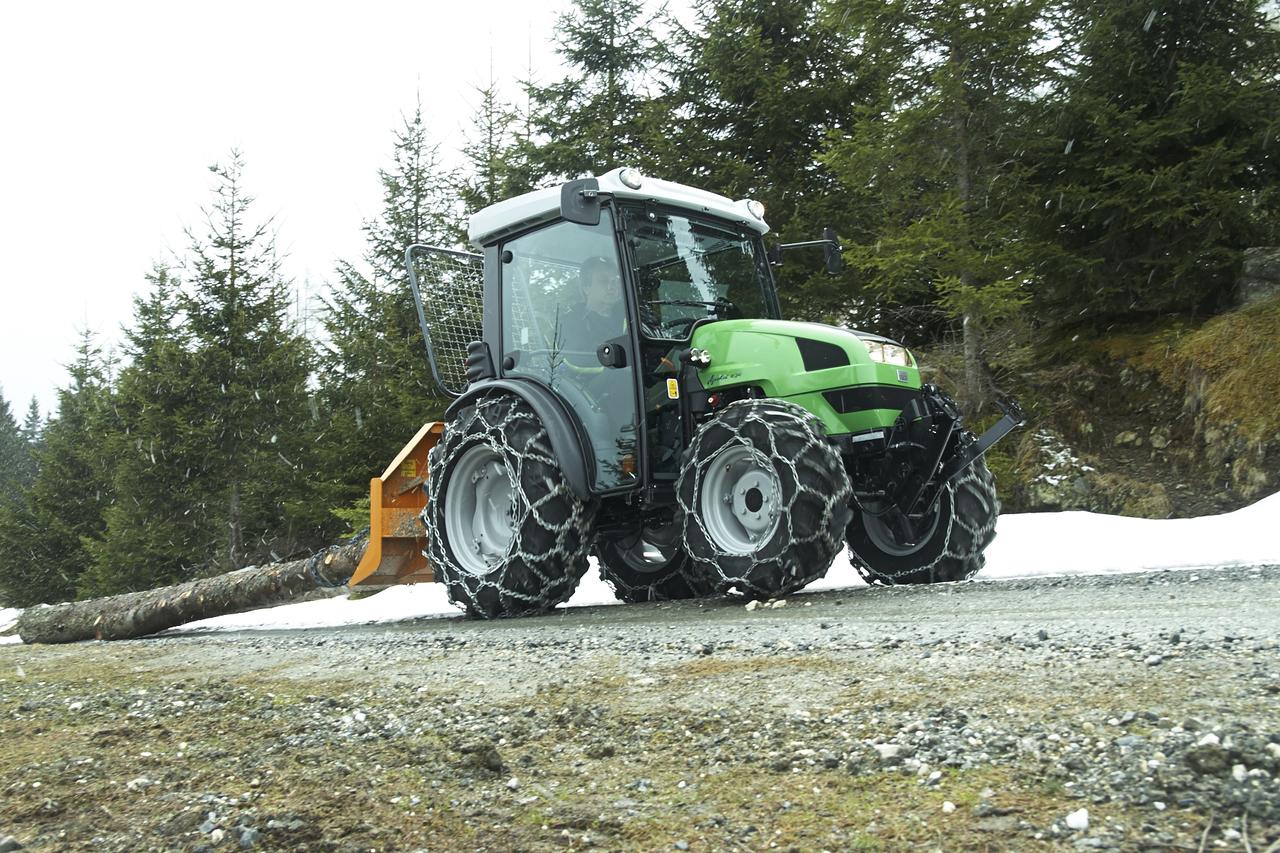 [Deutz-Fahr] trattore Agrokid 230 impegnato in lavori forestali