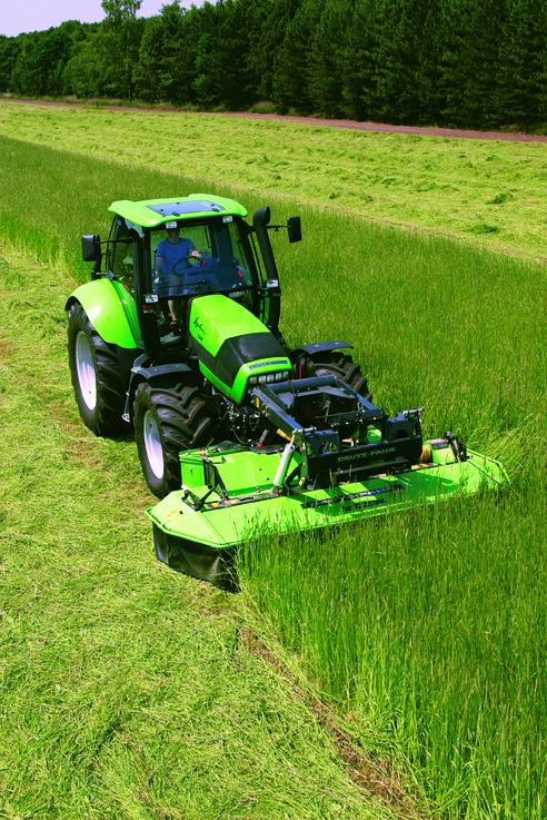 [Deutz-Fahr] trattore Agrotron 128 al lavoro con barra falciante