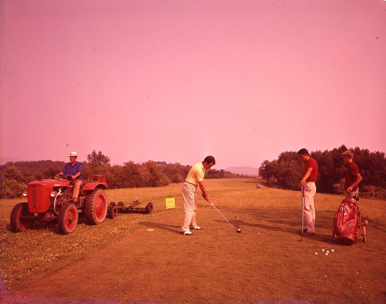 [SAME] Fotocolor Sametto V nei campi da golf, 22/10/64