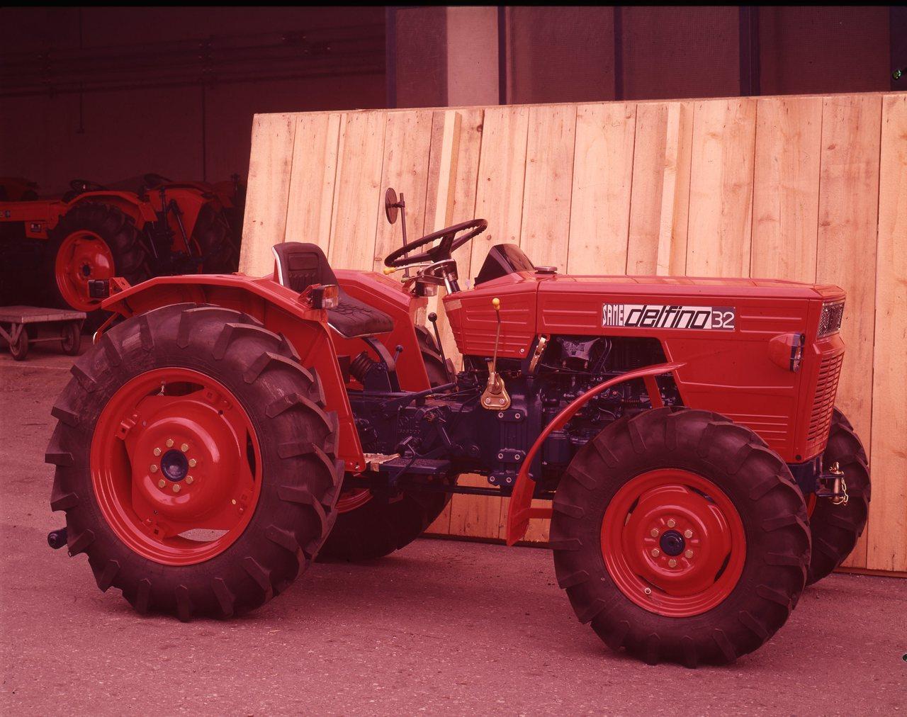 [SAME] trattore Delfino 32 presso lo stabilimento di Treviglio