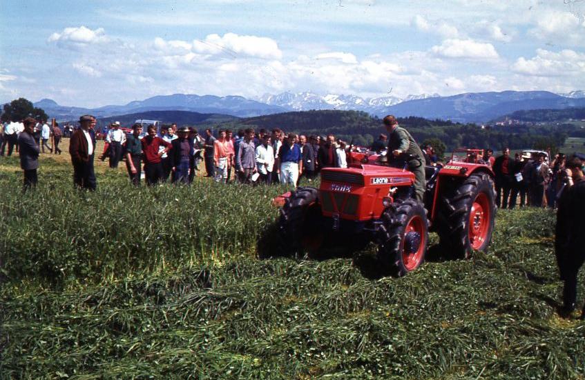 [SAME] trattore SAME Leone al lavoro con barra falciante in Svizzera