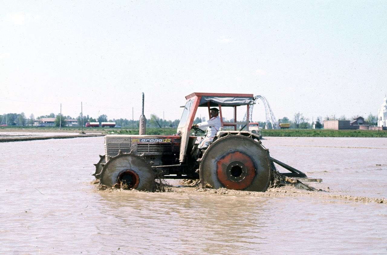 [SAME] trattore Drago 120 in risaia