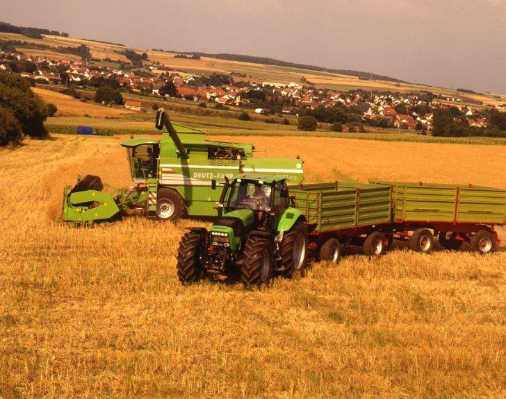 [Deutz-Fahr] trattore Agrotron 165 al lavoro con rimorchio e mietitrebbia 5680 HTS
