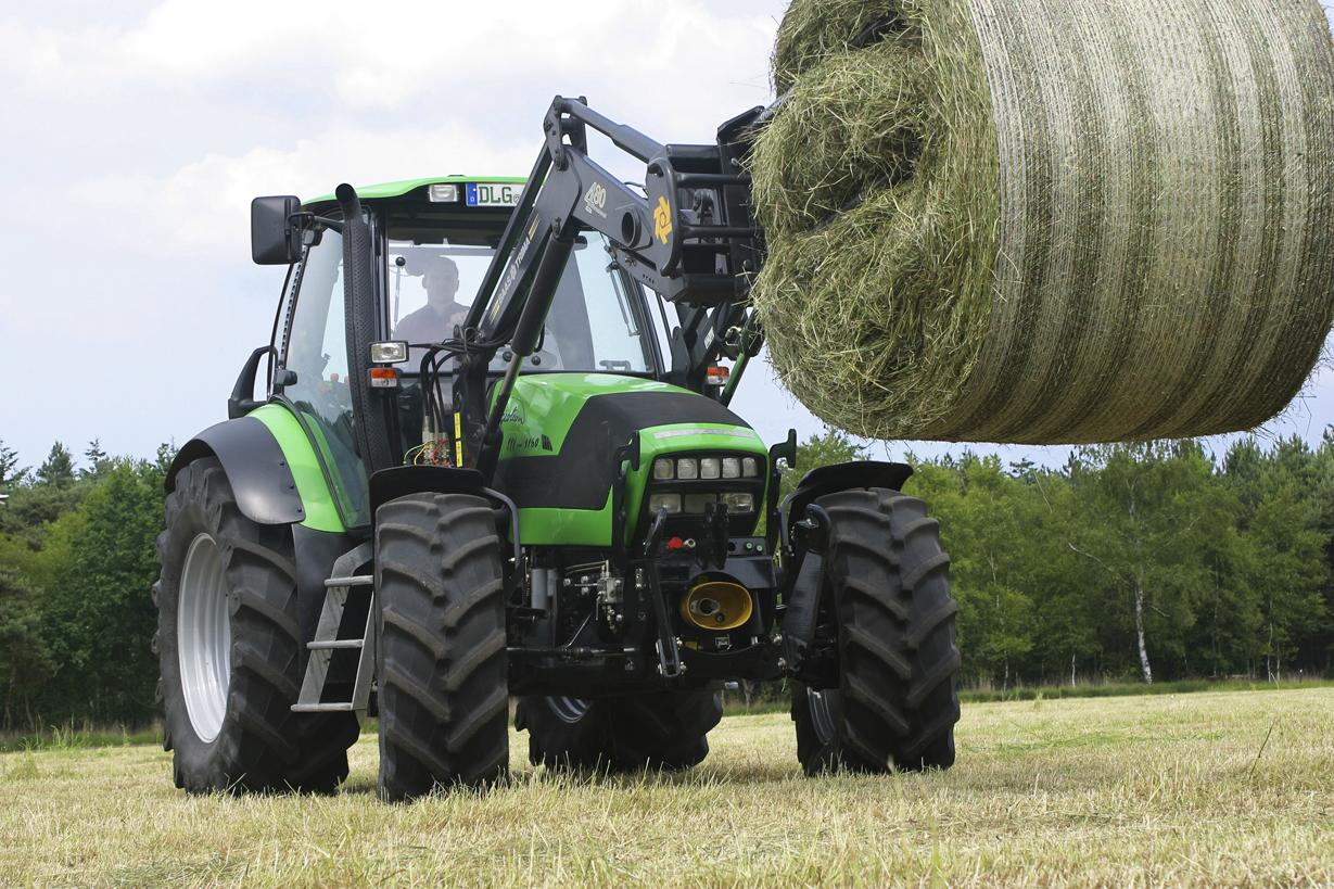 [Deutz-Fahr] trattore Agrotron TTV 1160 al lavoro con caricatore frontale