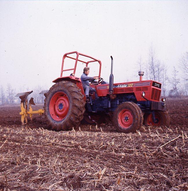 [SAME] trattore Buffalo 120 in lavoro di aratura